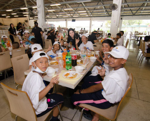 Kids eating lunch at the RMAA fun learning day