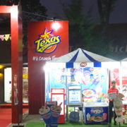 EFG Laos' Texas Chicken Hosts That Luang Festival Celebration