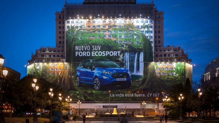 FORD CLAIMS TITLE FOR WORLD'S LARGEST BILLBOARD CERTIFIED BY